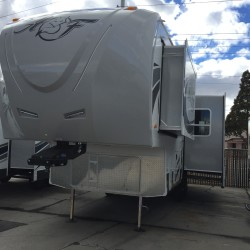 2017 ARCTIC FOX 27-5L 5TH WHEEL