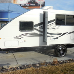 2018 TRAVEL LITE F-22RK Hurry in and get this at Close Out Pricing $16,599.00